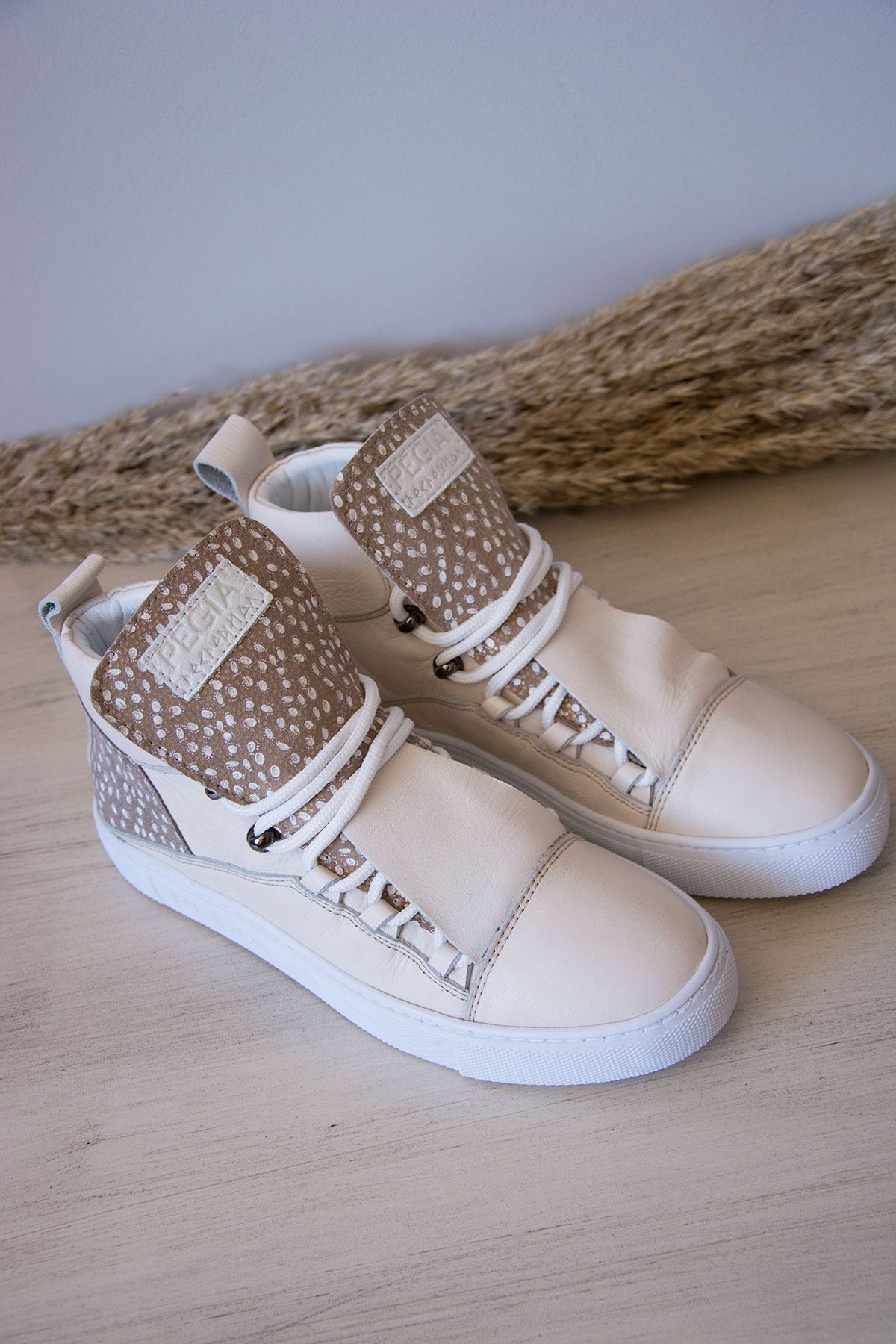 Pegia Genuine Leather Women's Sneaker LA1309 Beige