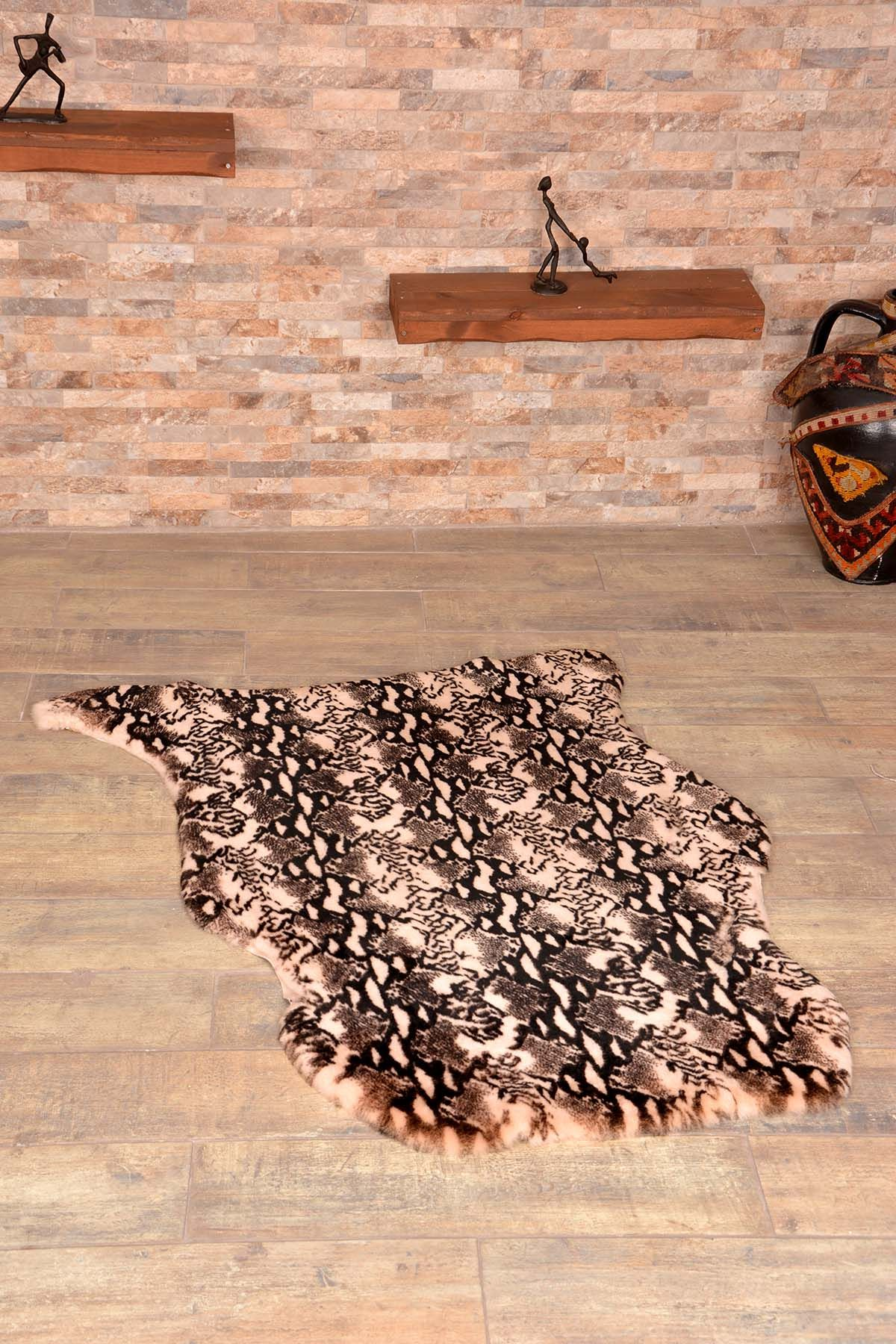 Erdogan Deri Decorative Sheepskin Rug Decorated With Anaconda Pattern Natural