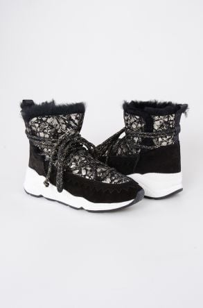 Pegia Laced Women Shearling Boots With Flower Pattern 195012 Black